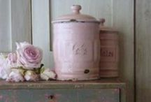 Pink and shabby / Pink and shabby furniture and interior