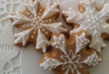 Decorating gingerbread