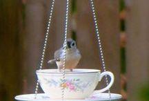 Garden Bird Feeders / http://dabbiesgardenideas.com