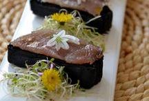 Lonzino, idee sfiziose / Il lonzino è un salume molto magro. In passato era il primo tra tutti gli insaccati ad essere gustato in primavera. E' ottenuto dal lombo di suino disossato, conciato e stagionato. Il profumo è inconfondibile, delicato e leggermente speziato mentre il sapore è sapido ma non salato. Scopri la selezione di Gustos http://www.gustos.bz.it/it/51-carne-e-affumicati