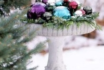 Christmas Ball Decorating / Who knew there were so many wonderful ways to use a Christmas ball other than putting them on a tree. There are lots of places to buy them cheaply and then have at it.