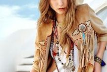 Hippie Ibiza Look / All sorts of highly fashonable clothing in Ibiza style. Dresses, tops or skirt in this bohemian style. Leuke kleding ter inspiratie. Ibiza kleding zoals jurken, tops, rokken jasjes en meer.