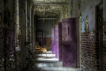 Abandoned  / there is a beauty in the abandoned if one only has a mind to see it / by Laura Osburne