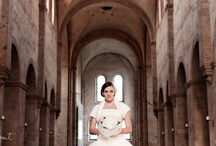 Tüllkleid für die moderne Prinzessin / Der voluminöse Rock und die lange, schmale Korsage verleihen diesem Brautkleid eine atemberaubende Silhouette.