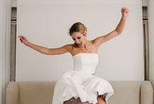 Kurze Brautkleider 2017 – küssdiebraut Kollektion / Frech, abwechslungsreich und mit guter Laune im Gepäck – hier findest du die kurzen Hochzeitskleider aus der küssdiebraut Kollektion 2017! Nicht nur als Brautkleider fürs Standesamt geeignet sondern für alle modernen Bräute, die einfach lässig und mit Pep heiraten wollen!