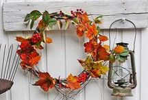 Decor: WREATHS / by Songbird Blog