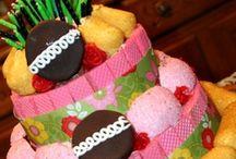 kids cakes / by Trixy Archuleta
