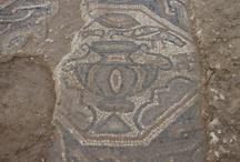 Restes del mosaic policrom de la vil·la romana Pont del Treball