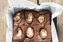 Creme Egg Eggstravaganza / We Heart Cadbury Creme Eggs! All the brownies, cheesecakes, cupcakes and more that are fit to stuff a Creme Egg into! The perfect bakes to celebrate Easter and springtime.