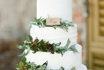 Winter Wedding Inspiration / What's more romantic than a winter wedding? Deep colors, cozy accessories, and warm venues. Where's my invite?