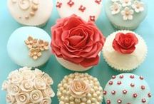 Cakes, Cupcakes, & Cake Pops / by Nikki Warden