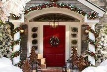 Holiday Door Decor / Christmas door decorations to make your home look festive and  fun!