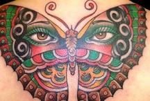 tattoo and tattooists / un tatuaggio : - è per sempre, come ben poche cose sono - è un amico che ti saluta ogni mattina - è un ricordo, un sogno, un progetto - è un vestito che ti nasconde a chi ti farebbe solo male -un tatuaggio è un amico che non ti abbandona mai - a chi lo sa leggere un tatuaggio racconta la tua anima -i segni che abbiamo sulla pelle sono parole lanciate a chi non ha orecchie per sentire