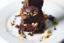 Brownies and Blondies / The best recipes for chewy, easy brownies, blondies and fugdes. Make your own brownies from scratch - it is so easy!