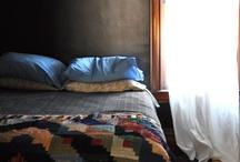 I sleep here / Dark bedroom inspiration