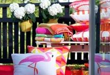 Primavera en IKEA / Ya está aquí la primavera, y la decoración cambia a tu alrededor. La luz y el color invaden tu vida, tu terraza, tu jardín, el balcón o tu ventana. Y tú, ¿estás listo para responder a la llamada de la primavera?