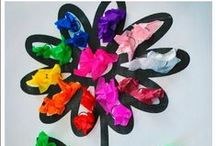 Spring In The Classroom / April showers bring May flowers! Bring spring into your classroom with these fun art projects, unit studies, bulletin board ideas, writing prompts, books and more! Check out more at MrsBeattiesClassroom.com
