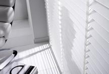 Houten jaloezieen / houten jaloezieen - houten jaloezie - jaloezie op maat- jaloezieen op maat - interieur - raamdecoraties - raamdecoratie - zonwering - lamellen - horizontale lamellen - woonkamer - slaapkamer - keuken - jaloezietje - rolgordijntjes - kantoor