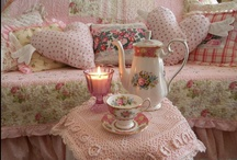 Home Decorating / by Rosa Bood