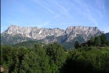 Untersberg / Der Untersberg ist ein etwa 70 km² großes und in der höchsten Erhebung 1973 m ü. NN hohes Bergmassiv der Nördlichen Kalkalpen, als markante Landmarke am Alpenrand. Wikipedia