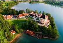 Österreich / Aufgrund Österreichs naturnahen Gebirgs- und Seenlandschaften, zahlreicher Kulturdenkmäler und attraktiver Städte sowie der gut ausgebauten Infrastruktur ist Österreich eines der beliebtesten Reiseziele der Europäer.