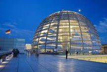 Berlin / Berlin ist die Hauptstadt der Bundesrepublik Deutschland. Als eigenes Land ist Berlin mit über 3,3 Millionen Einwohnern die bevölkerungsreichste und mit 892 Quadratkilometern die flächengrößte Kommune Deutschlands sowie nach Einwohnern die zweitgrößte der Europäischen Union.