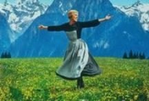 """The Sound of Music / The Sound of Music (wörtlich übersetzt: """"Der Klang der Musik"""") ist ein Musical mit der Musik von Richard Rodgers und Texten von Oscar Hammerstein. Das Buch stammt von Howard Lindsay und Russel Crouse. Das Musical, speziell die Rolle der Maria Trapp, wurde für Mary Martin entwickelt und war die letzte gemeinsame Arbeit von Rodgers und Hammerstein."""