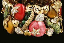 FANCY JEWELRY / Non solo gioielli  in diamanti, ma anche fantasia, colorati, gioielli anni 40' 50' ...aggiungetene / by Maria Letizia Romagnoli