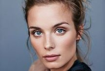 | Make Up | / Makeup looks we love. | Minimal Make Up | Bold Lips | Bold Eyebrows | Simple Make Up