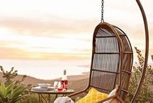 Outdoor Reading Nooks / Featuring gorgeous outdoor reading spaces, book nooks, outdoor bookshelves. Including ideas to convert your patio, backyard, garden, or any other outdoor space into a reading nook!