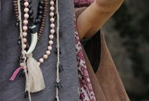 Accesorios de estilo / Anteojos, pulseras, relojes, anillos, collares, pashminas... tus looks se completan cuando los incluís a tus outfits de todos los días. Si todavía no sabes cómo combinarlos, consultá a #VestiteConEstilo