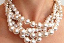 Pearls / Classy girls wear pearls<3