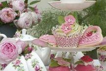 Cake Plates/Stands / by Joanne Gosselin