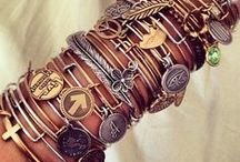 Bracelets / Would be really cool making bracelets that everyone would love to wear, and I love all these!!