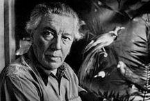 André Breton / André Breton est un essayiste théoricien du surréalisme, poète et écrivain né à Tinchebray dans l'Orne, le 19 février 1896, mort à Paris le 28 septembre 1966.  Auteur des livres Nadja, L'Amour fou et des différents Manifestes du surréalisme, son rôle de chef de file du mouvement surréaliste, et son œuvre critique et théorique pour l'écriture et les arts plastiques, font d'André Breton une figure majeure de l'art et de la littérature française du xxe siècle.