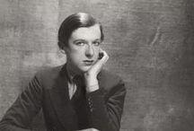 Cecil Beaton / Cecil Walter Hardy Beaton (Hampstead, Londres, 14 janvier 1904 - Broad Chalke, Wiltshire, 18 janvier 1980) est un photographe de mode et de portrait britannique. Il est également au cours de sa vie scénographe, concepteur de costumes pour le cinéma et le théâtre.