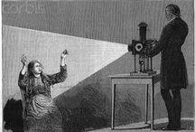 Jean-Martin Charcot / Jean-Martin Charcot, né à Paris le 29 novembre 1825 et mort à Montsauche-les-Settons le 16 août 1893, est un neurologue français, professeur d'anatomie pathologique et académicien. Découvreur de la sclérose latérale amyotrophique (SLA), une maladie neurodégénérative à laquelle son nom a été donné dans la littérature médicale francophone, il est le fondateur avec Guillaume Duchenne de la neurologie moderne et l'un des grands promoteurs de la médecine clinique, une figure du positivisme.