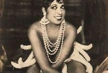 Joséphine Baker / Joséphine Baker, née Freda Josephine McDonald le 3 juin 1906 à Saint-Louis (Missouri) et morte le 12 avril 1975 dans le 13e arrondissement de Paris, est une chanteuse, danseuse, actrice et meneuse de revue. D'origine métissée afro-américaine et amérindienne des Appalaches, elle est souvent considérée comme la première célébrité noire. Elle prend la nationalité française en 1937 et, pendant la Seconde Guerre mondiale, joue un rôle important dans la résistance à l'occupant.