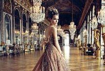 Christian Dior / Christian Dior, né le 21 janvier 1905 à Granville, dans la Manche, mort le 24 octobre 1957 à Montecatini Terme en Italie, est un grand couturier français. En 1947, il donne son nom à la maison de haute couture homonyme, financée par Marcel Boussac. Celle-ci s'illustre dès 1947 dans la haute couture et la parfumerie puis dans tous les métiers du luxe.