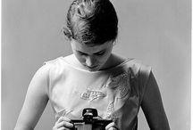 Diane Arbus / Diane Arbus, née Diane Nemerov (New York, 14 mars 1923 – id., 26 juillet 1971), est une photographe américaine issue d'une famille juive new-yorkaise. Elle est la sœur du poète Howard Nemerov.