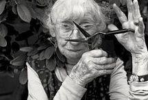 Imogen Cunningham / Imogen Cunningham, née le 12 avril 1883, à Portland (Oregon, États-Unis), et morte le 23 juin 1976, à San Francisco, est une figure de proue de la photographie américaine du XXe siècle, à l'œuvre vaste et diversifiée.  Sa carrière s'étend sur plus de 70 ans. Pour chaque décennie, Cunningham a adapté son art aux attentes et aux défis de celles-ci.