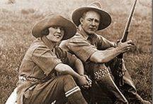 Karen Blixen / La baronne Karen von Blixen-Finecke, née Karen Christentze Dinesen, et connue sous son pseudonyme d'Isak Dinesen (17 avril 1885 à Rungstedlund dans la commune de Hørsholm – 7 septembre 1962 à Rungstedlund) est une femme de lettres danoise, célèbre pour avoir écrit La Ferme africaine dont est tiré le film Out of Africa : Souvenirs d'Afrique et Anecdotes du destin dont une nouvelle sert de base au film Le Festin de Babette.