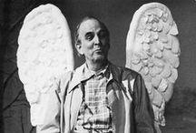 Ingmar Bergman / Ernst Ingmar Bergman est un metteur en scène de théâtre, scénariste et réalisateur de cinéma suédois, né à Uppsala le 14 juillet 1918 et mort le 30 juillet 2007 sur l'île de Fårö. Il s'est imposé comme l'un des plus grands réalisateurs de l'histoire du cinéma en proposant une œuvre s'attachant à des thèmes métaphysiques (Le Septième Sceau), à l'introspection psychologique (Persona) ou familiale (Cris et chuchotements, Fanny et Alexandre).