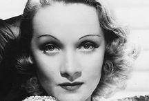 Marlène Dietrich / Marie Magdalene Dietrich, dite Marlene Dietrich est une actrice et chanteuse allemande naturalisée américaine, née le 27 décembre 1901 à Berlin et morte le 6 mai 1992 à Paris 8e. Lancée par L'Ange bleu de Josef von Sternberg, produit par la UFA en 1930. Sa collaboration artistique avec von Sternberg produit sept films dont Morocco (1930), Shanghaï Express (1932) où L'Impératrice rouge (1934).