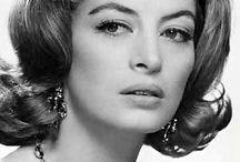 Capucine / Capucine, nom de scène de Germaine Hélène Irène Lefèbvre, née le 6 janvier 1928 à Saint-Raphaël (France) et morte le 17 mars 1990 à Lausanne (Suisse), est un mannequin et une actrice française.