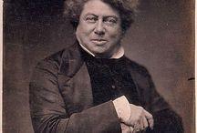 Alexandre Dumas / Alexandre Dumas (dit aussi Alexandre Dumas père) est un écrivain français né le 24 juillet 1802 à Villers-Cotterêts (Aisne) et mort le 5 décembre 1870 à Puys, près de Dieppe (Seine-Maritime). Il est le fils de Thomas Alexandre Dumas (né à Saint-Domingue, actuelle Haïti) dit le général Dumas, et le père des écrivains Henry Bauër et Alexandre Dumas (1824-1895) dit « Dumas fils », auteur de La Dame aux camélias.