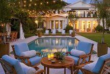 Relax in piscina / L'estate regala momenti indimenticabili, tra bagni di sole, aperitivi e feste sotto le stelle... E' ora di vivere a bordo piscina! Scoprite gli angoli più magici dove potersi tuffare nel completo relax.