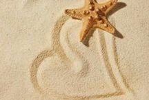 Sand Dream / Leggera e impalpabile come i sogni d'estate. Dalla spiaggia alla casa, la sabbia regalerà emozioni intense, coinvolgendo tutti i sensi, con il suo profumo marino e il tocco soffice come una carezza...