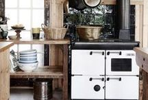 kitchen / White kitchens interior inspiration, subway tiles, farmhouse sinks, big windows, small cottage style and wooden tables.