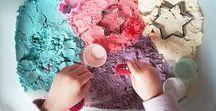 ACTIVITES BEBE : initier bébé à la créativité / Nous avons sélectionné une palette d'activités à réaliser avec votre bébé pour favoriser son éveil. Peinture, pâte à modeler, bouteilles d'éveil, retrouvez dans ce tableau des idées et DIY faciles à réaliser.